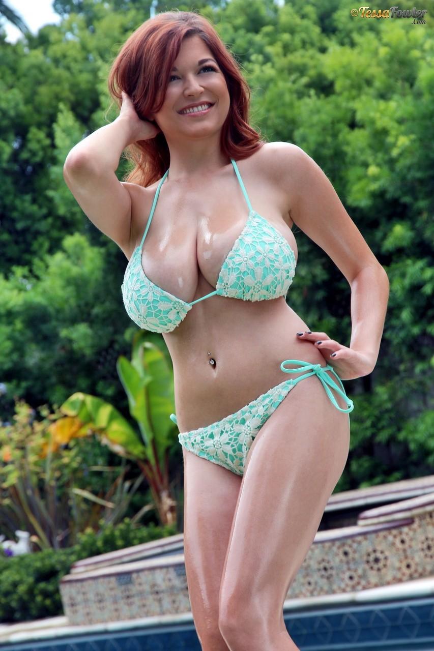 bigtits-redhead-touching-hair-sexy-tessa-fowler-smiling